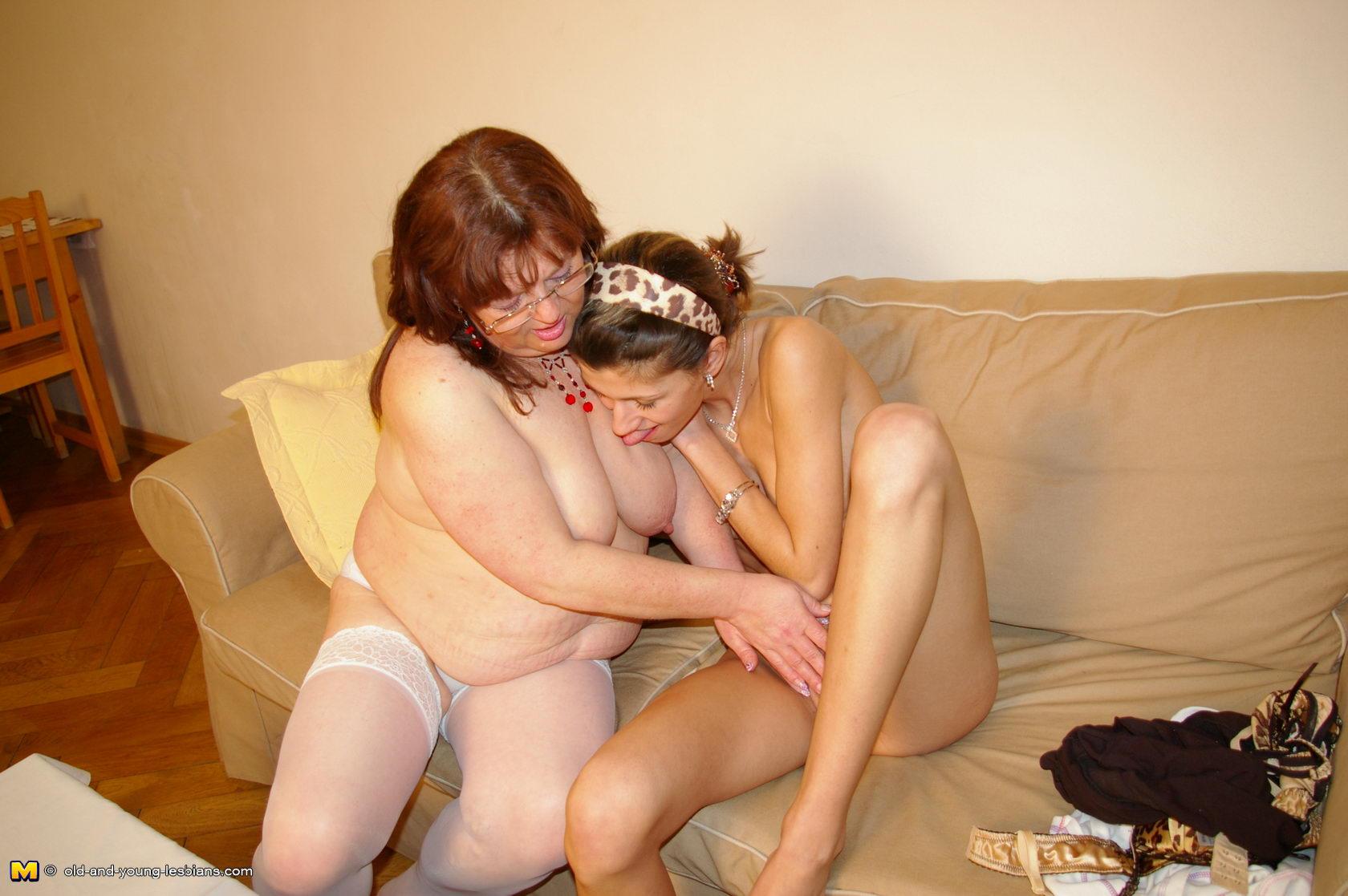 Смотреть порно бабушки лесби 22 фотография