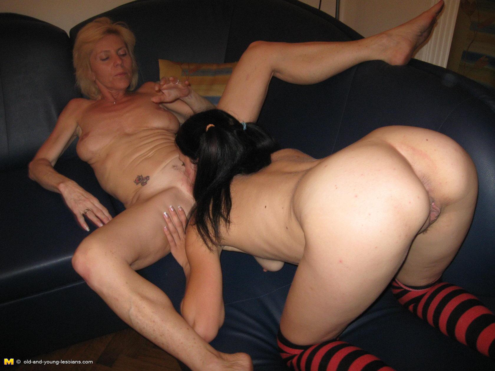 Просмотр порнухи две старые лезбиянки и одна молодая 13 фотография