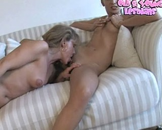 Mature honey loves her younger pussy