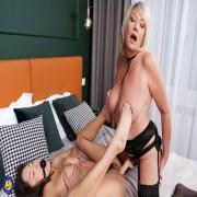 Steamy Amy seduces a hot babe for kinky sex