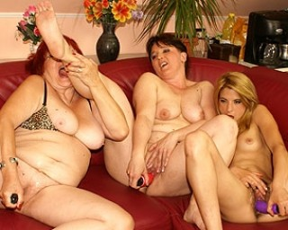 Young girl and mature ladies in horny threesome