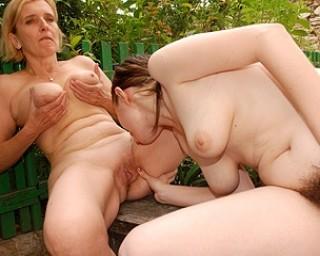 Young hairy lesbian doin a mature slut