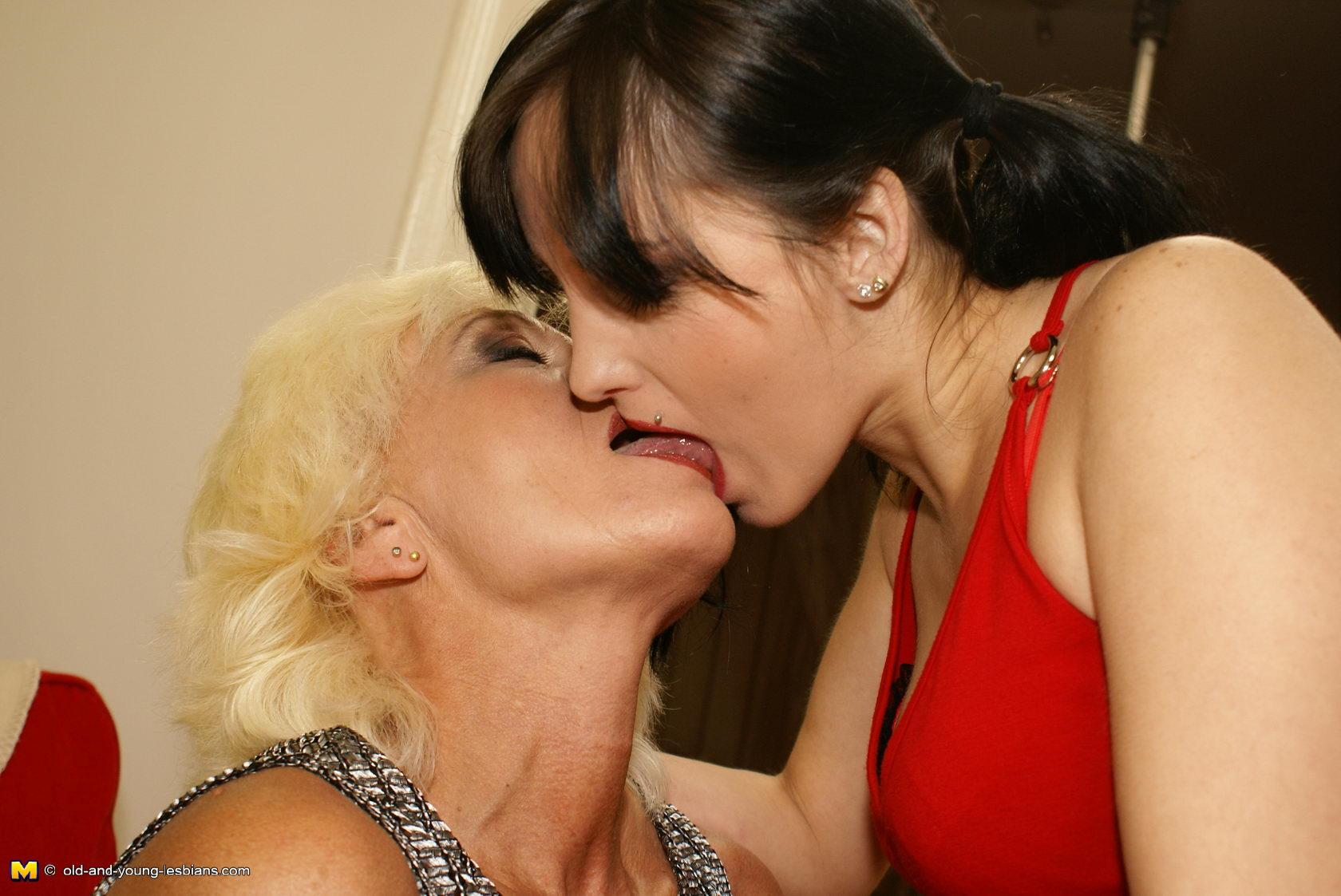 Lesbians kissing mature nude