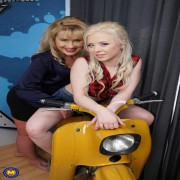 This hot american MILF seduces a very hot teeny lesbian babe