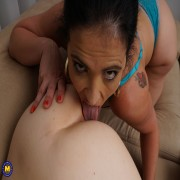 Horny old and young lesbians make out and then some