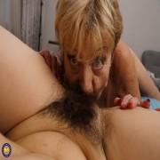 Hairy lesbian babe doing her way older girlfriend